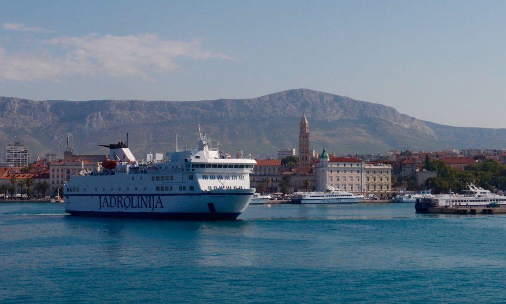 Die Fähre nach Vela Luka verläßt Split